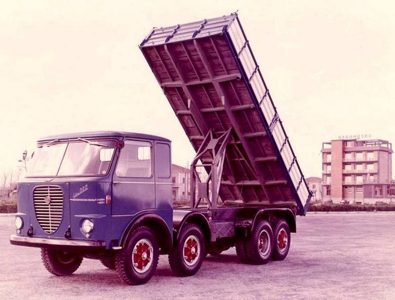 Lancia-8X4