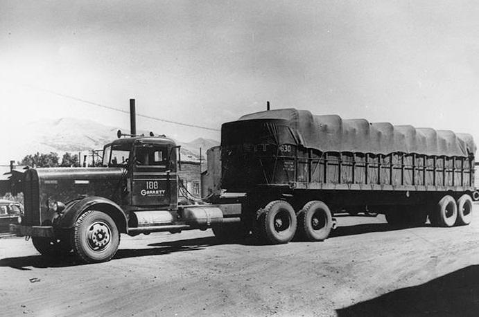 Kenworth--1940-Garrett-Lines---Fruehauf-Des-Moines-Iowa