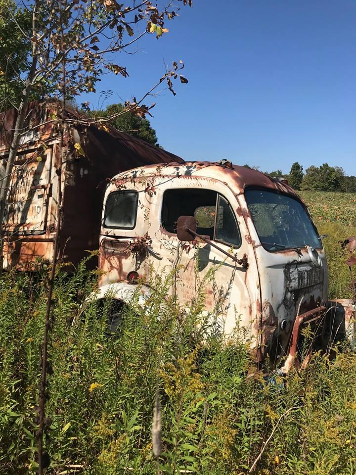 Steve-Davis-Looks-like-a-old-White-garbage-truck