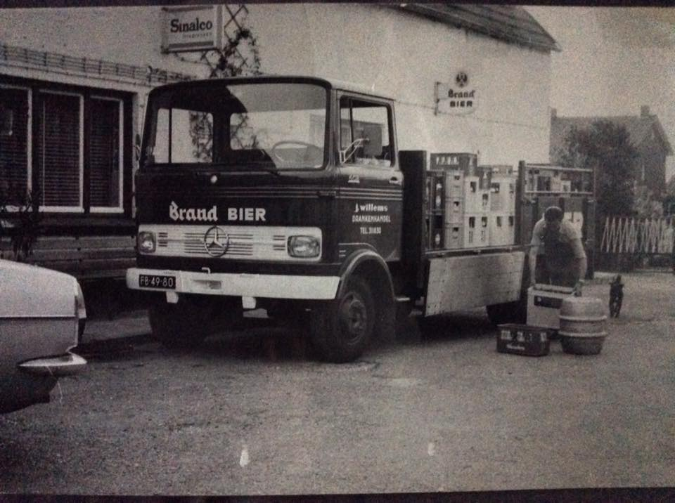 Wagenpark-Drankenhandel-J.-Willems--zn-Nieuwenhagen-eind-jaren-70.-Chauffeur-is-Dhr-J.Willems-zelf-2