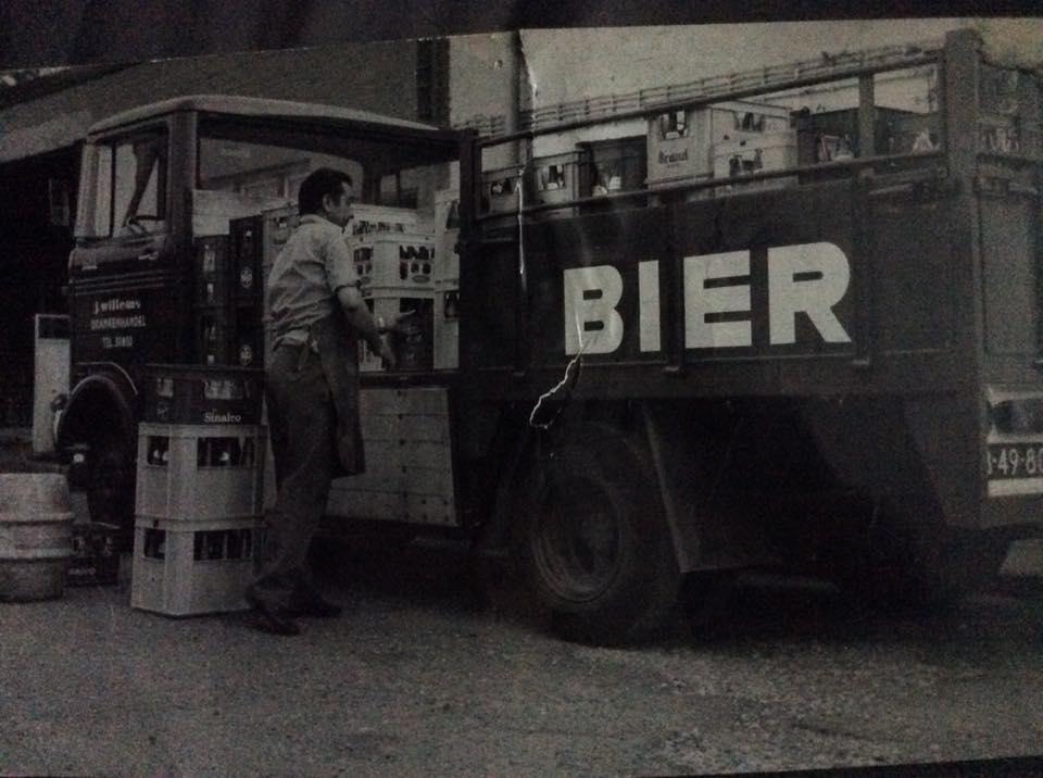 Wagenpark-Drankenhandel-J.-Willems--zn-Nieuwenhagen-eind-jaren-70.-Chauffeur-is-Dhr-J.Willems-zelf-3