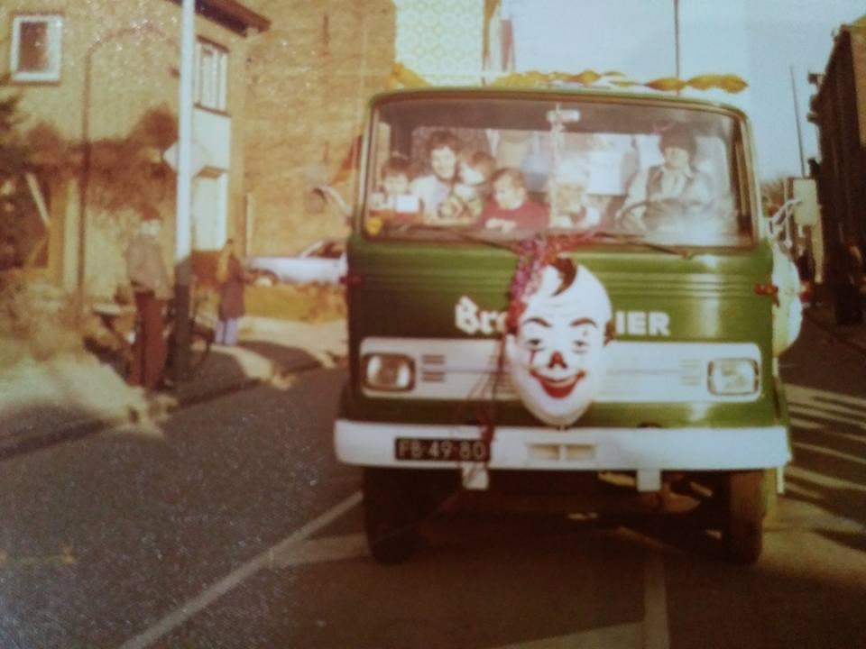Wagenpark-Drankenhandel-J.-Willems--zn-Nieuwenhagen-omstreeks-1982-Chauffeur-Chris-Martens