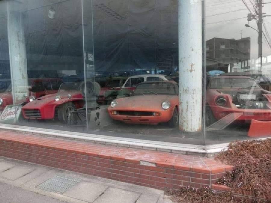 Cyprus-Famagusta-new-cars--old--cars-border---1974-closet--2