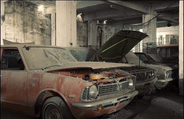 Cyprus-Famagusta-new-cars--old--cars-border---1974-closet--5