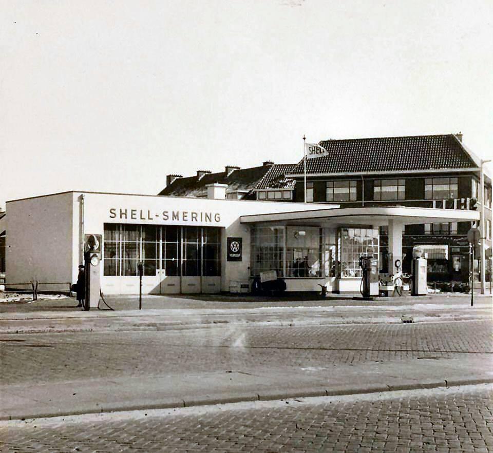 Shell-Voorburg--Benzinestation--aan-de-Laan-van-Nieuw-Oostindie--links-naar-de-Nicolaas-Beetslaan