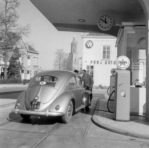 VW-Pon-Amerfoort-volkswagen-bij-een-caltex-pomp