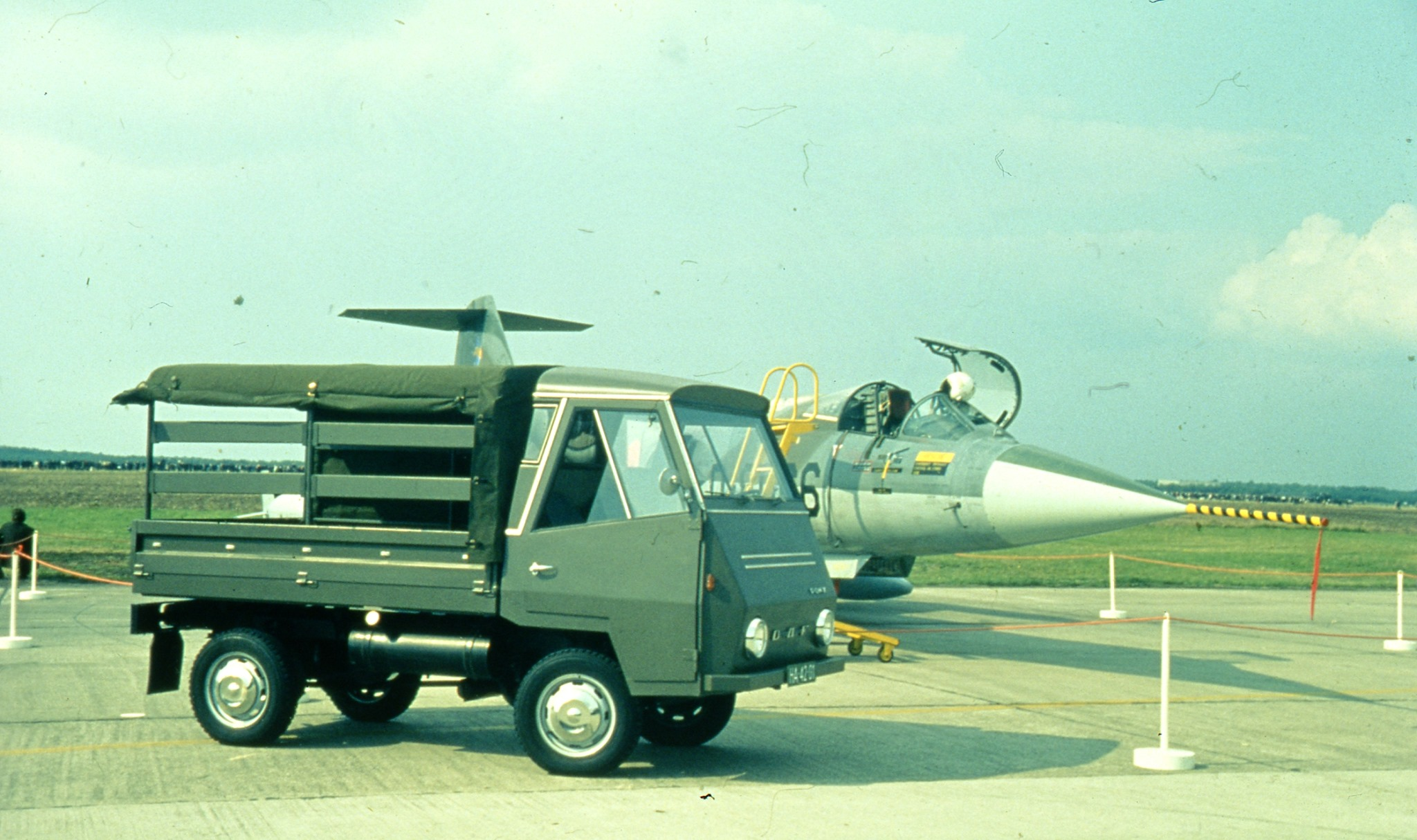 DAF-pony--bij-de-luchtmacht