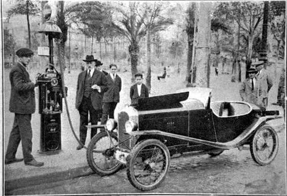 Gasolinera-a-Placa-Catalunya-de-Barcelona-1924