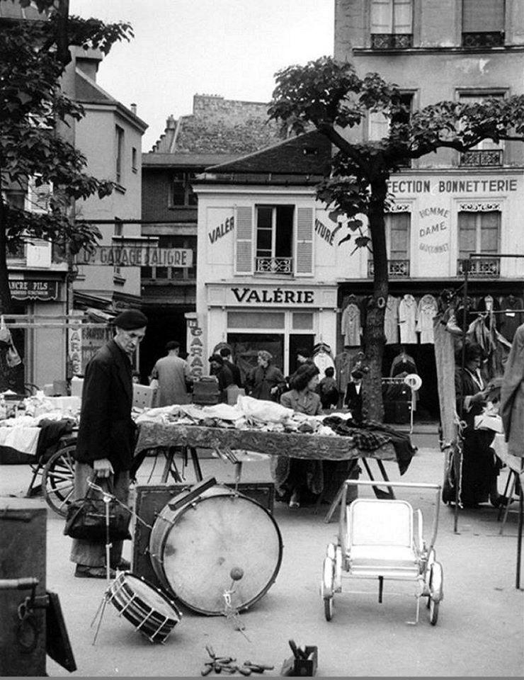 Grote-garage-van-de-lijn-op-12-Place-d-alegre-Parijs-12-e