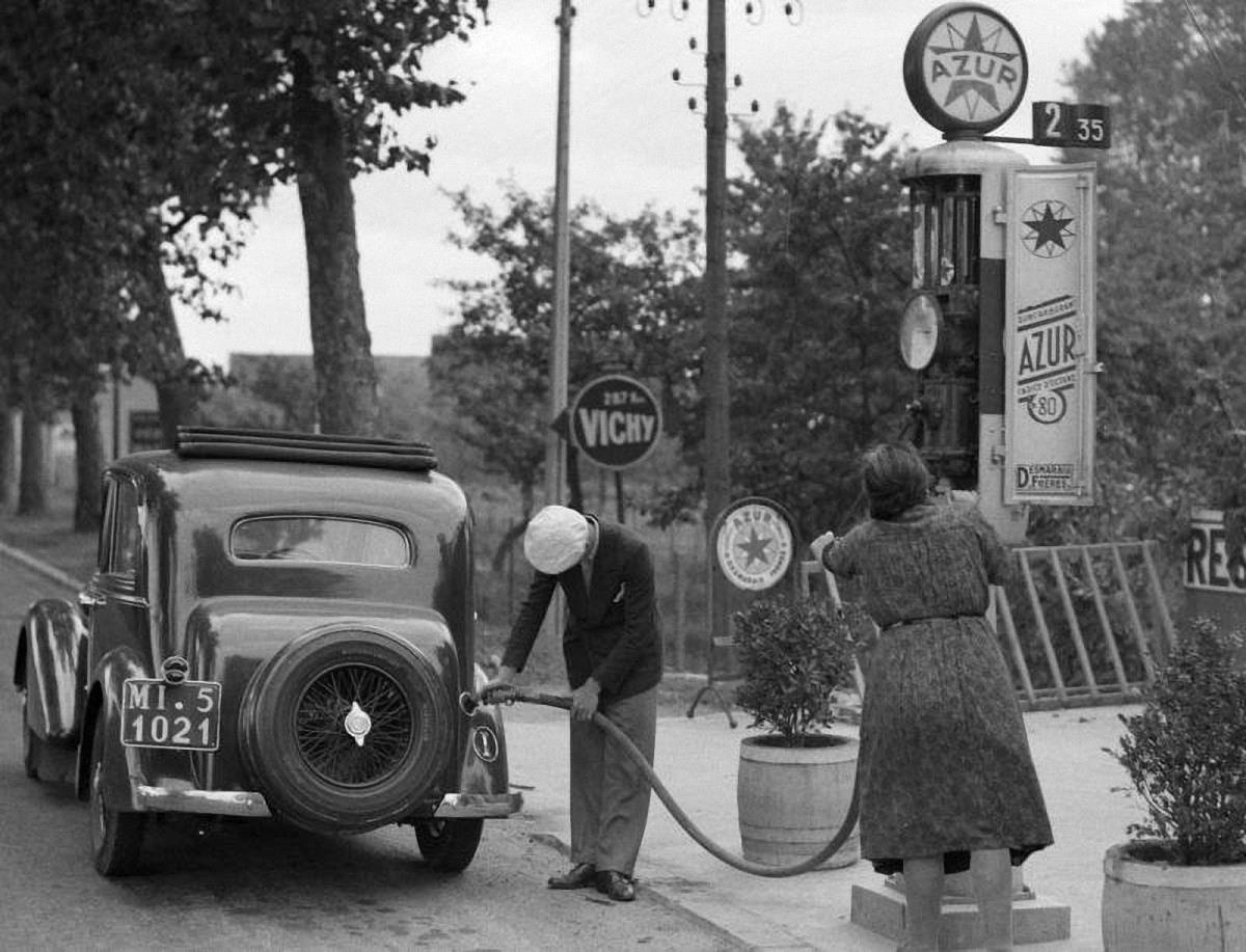 Italian-service-station-in-the-30s