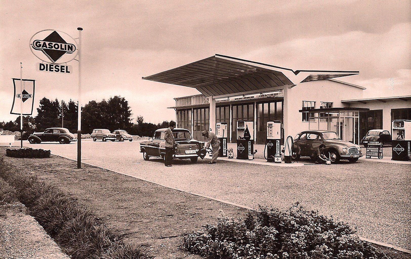 Laupheim-Tankstelle-an-der-B-30-1956