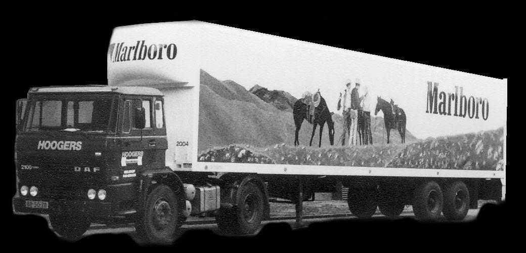 Peter-Oudmaijer--1982--Speciaal-transport-met-ingebouwde-bulk-zakker-tabak--aan-rail-