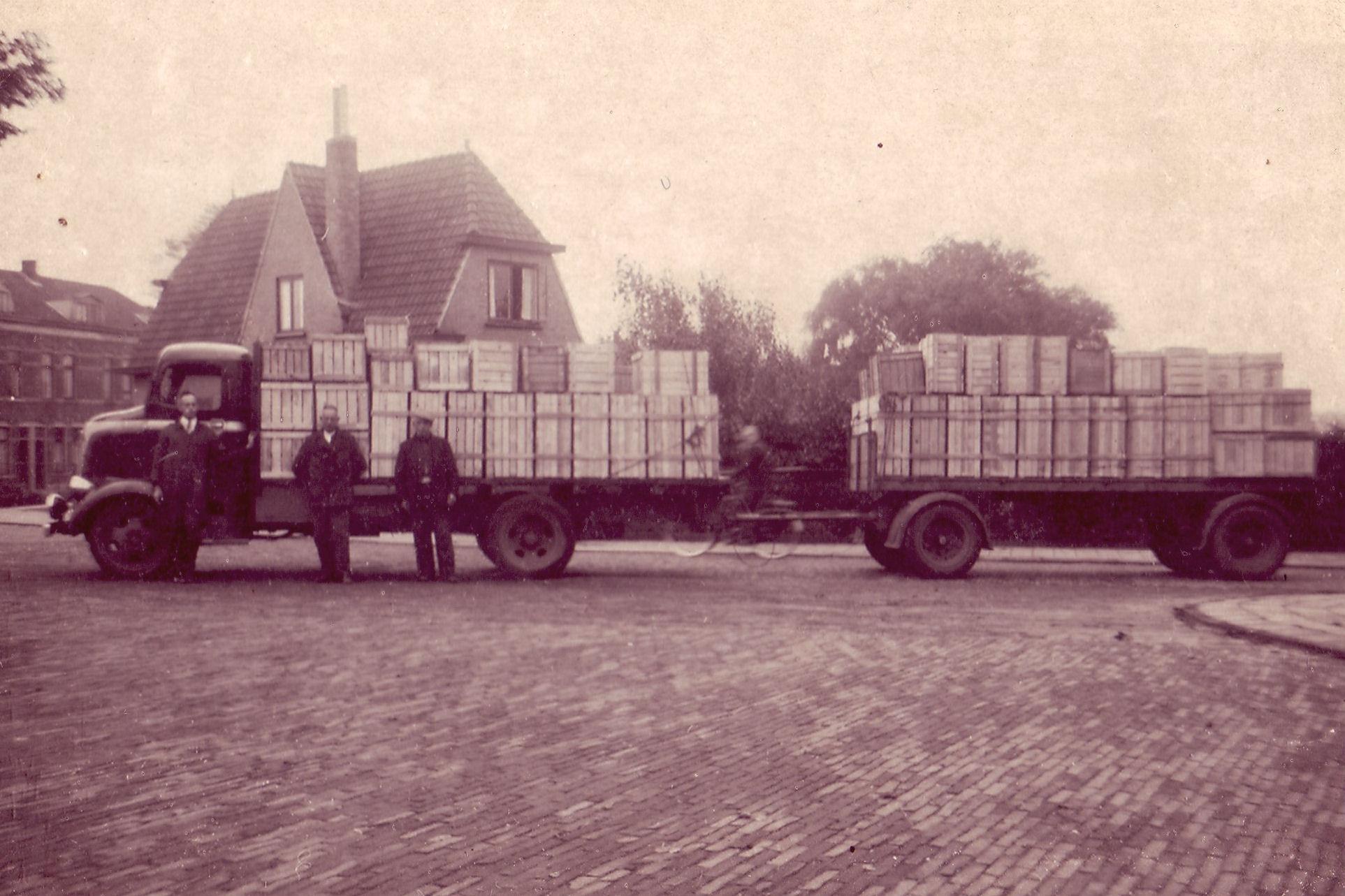 Oldsmobile-1937--V-Dooren-Hillegom
