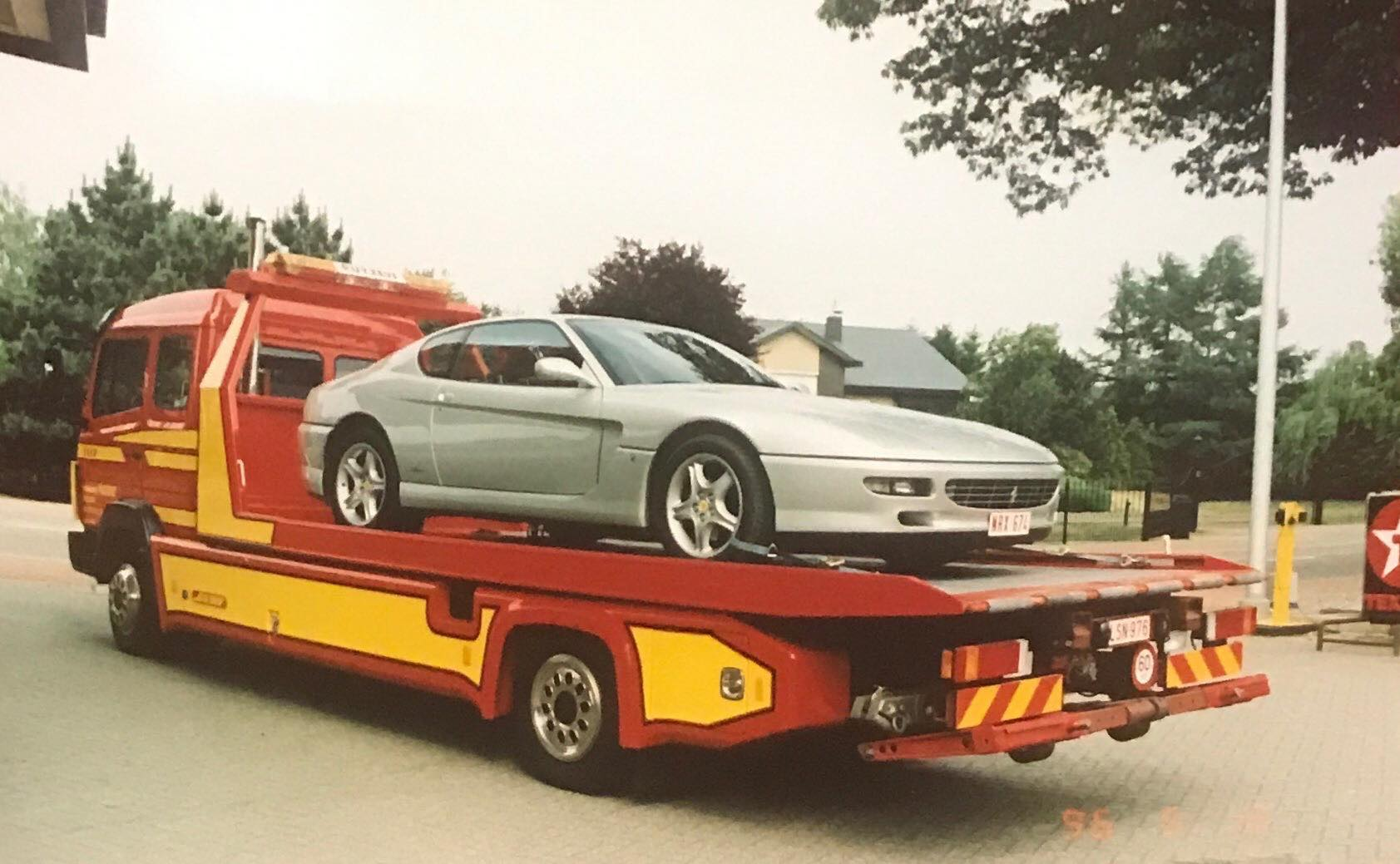 Mercedes-met-een-dikke-Italiaan-