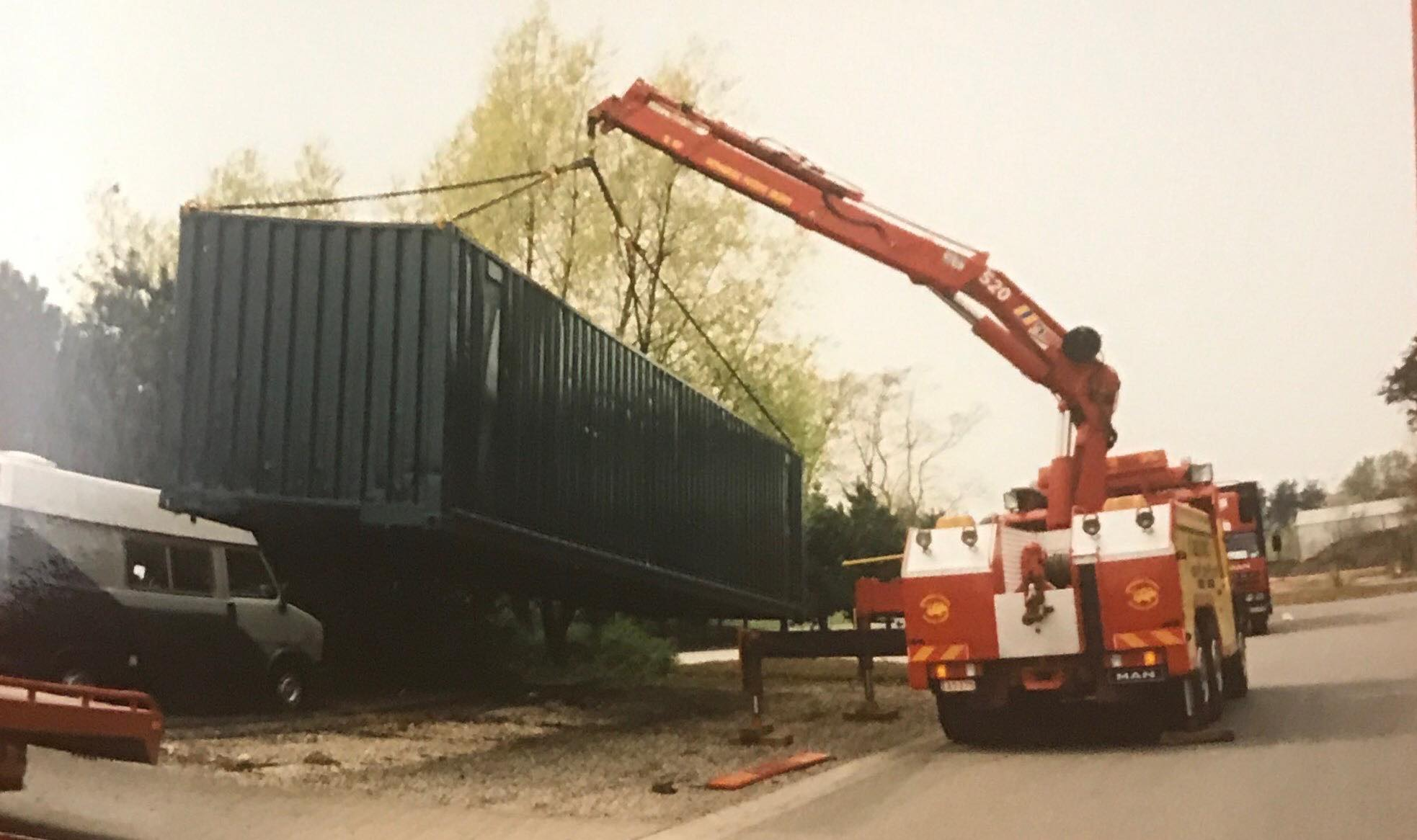 container-laden-
