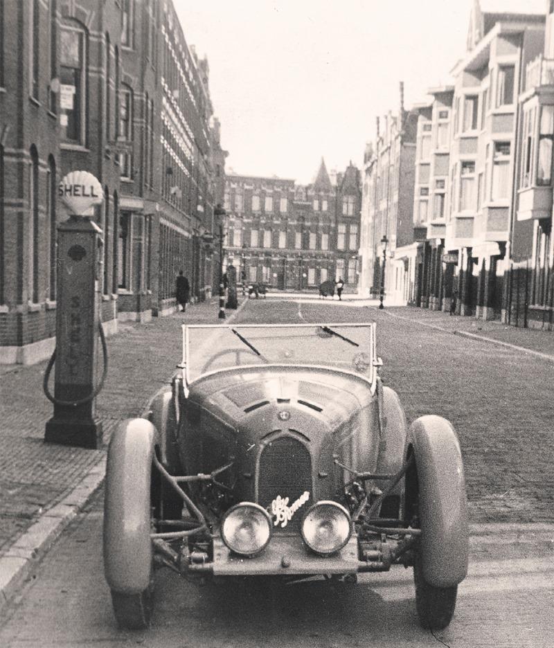 Alfa-Romeo-Garage-Shell-pomp-Hollanderstraat-Duinoord-De-Haag--1938--Alfa-Romeo-8C-2300-
