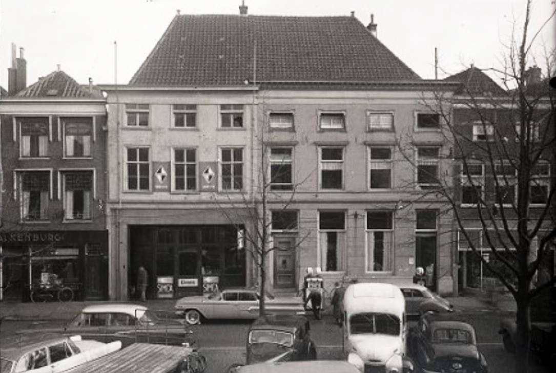 Borgward---J-H-Preuninger-turfmarkt-Delft---
