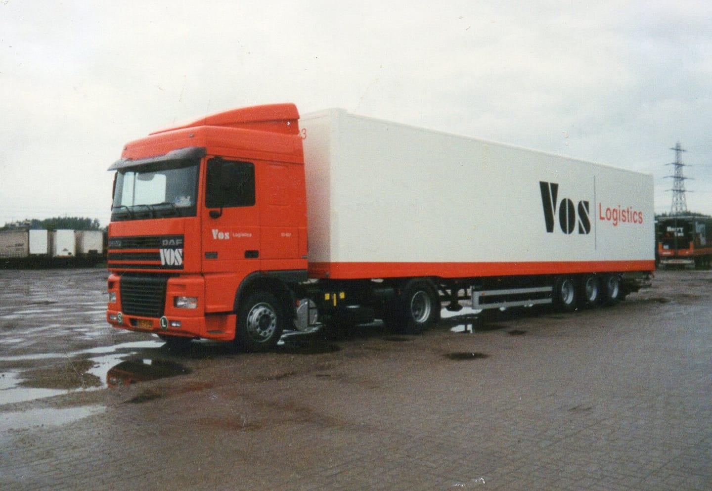 Wout-Kamsteeg-met-de-95.430-oplegger-is-ex-dubbeldekker-van-de-Nede4x-voor-scotter-vervoer-nu-een-kasten-opbouw