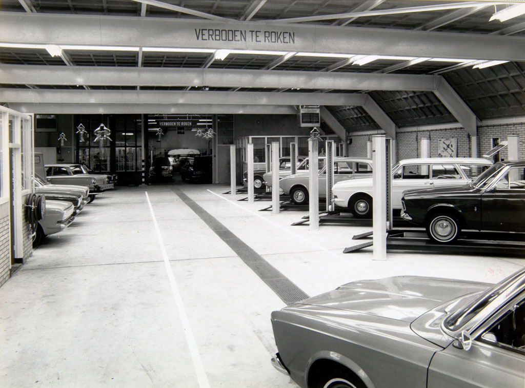 Ford-garage-Jac-van-den-Berg-aan-de-Blekersdijk-in-Dordrecht-Roland-Jacobse-archief-5