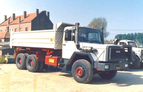 IVECO-330-30-AN-BENNE