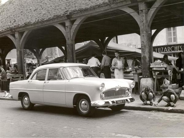 Simca-vedette-Trianon-1957