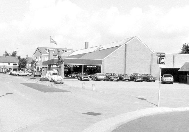 Volvo--Garage-Broekhuis-aan-de-Beekstraat-in-Barneveld-begin-80-er-jaren