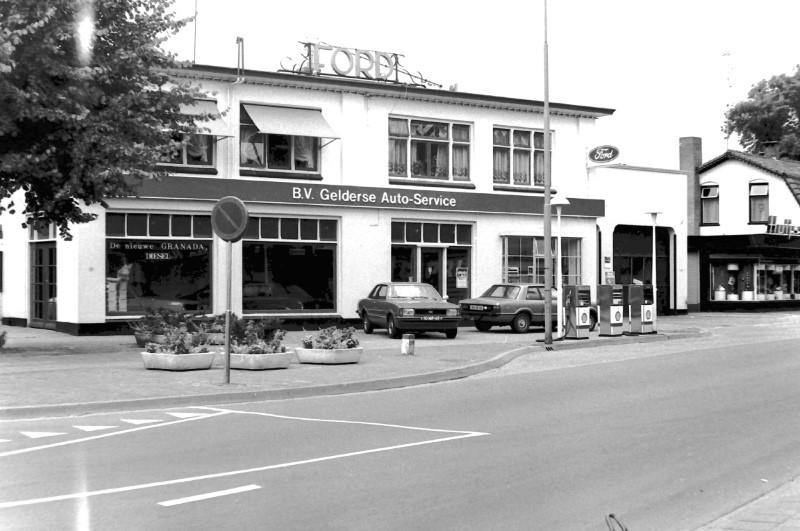 Ford-garage-aan-de-Hoofdstraat-in-Epe-1
