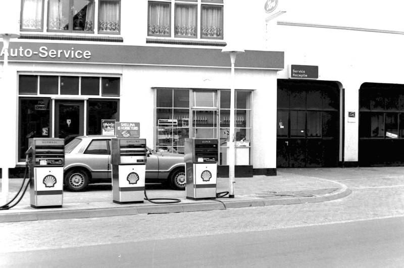 Ford-garage-aan-de-Hoofdstraat-in-Epe-3