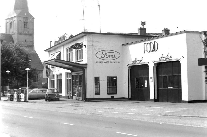 Ford-garage-aan-de-Hoofdstraat-in-Epe-4