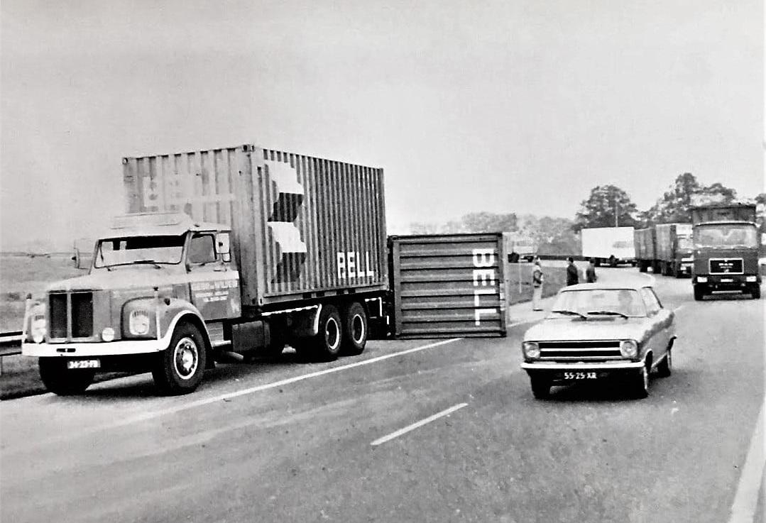 Scania-Halfwerk-alleen-de-AHW--et-ging-ook-wel-eens-mis-hier-de-bocht-bij-Breda--Age-Troost