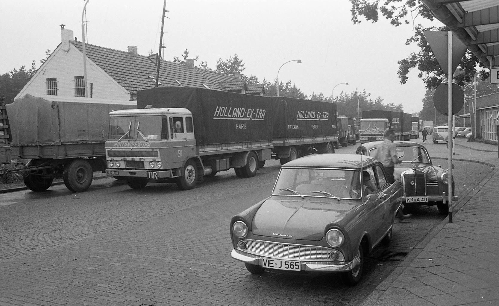 DAF-2600-nr-51-aan-de-grens--Harrie-Schreurs-archief