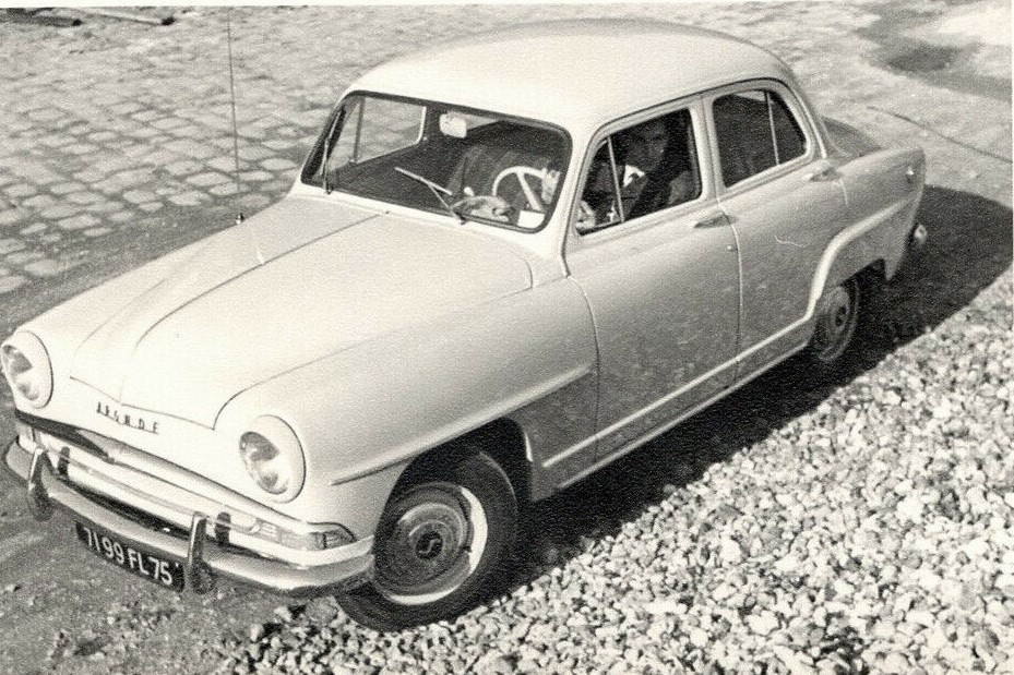 Simca-Aronde-Deluxe-six--Paris