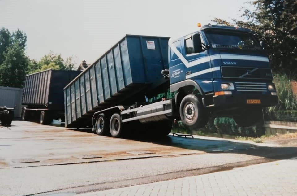 Volvo-6X2-(1)