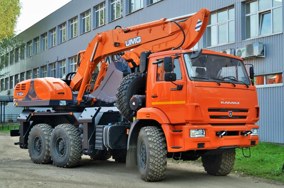 KAMAZ-43118--Excavator-E195A(1)