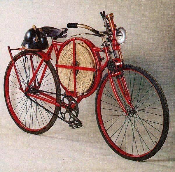 Een-brandweerfiets-uit-het-jaar-1905