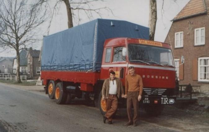 Bussing-met-Sher-van-Dongen-en-de-opvolger-Volvo-F89-1-