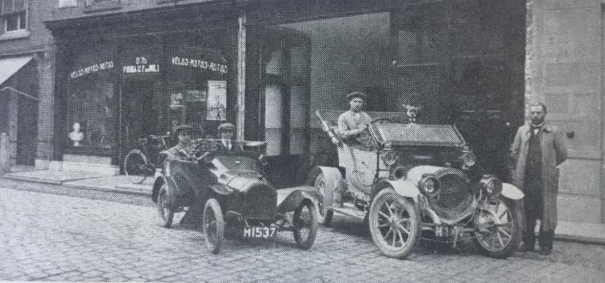 Peugeot--Van-MILL-Gorinchem-1914-1913-PEUGEOT-BEBE-van-de-Hr-Nieburg-te-Varsrveld-en-rechts-hoogstwaarschijnlijk-een-EIJSINK--