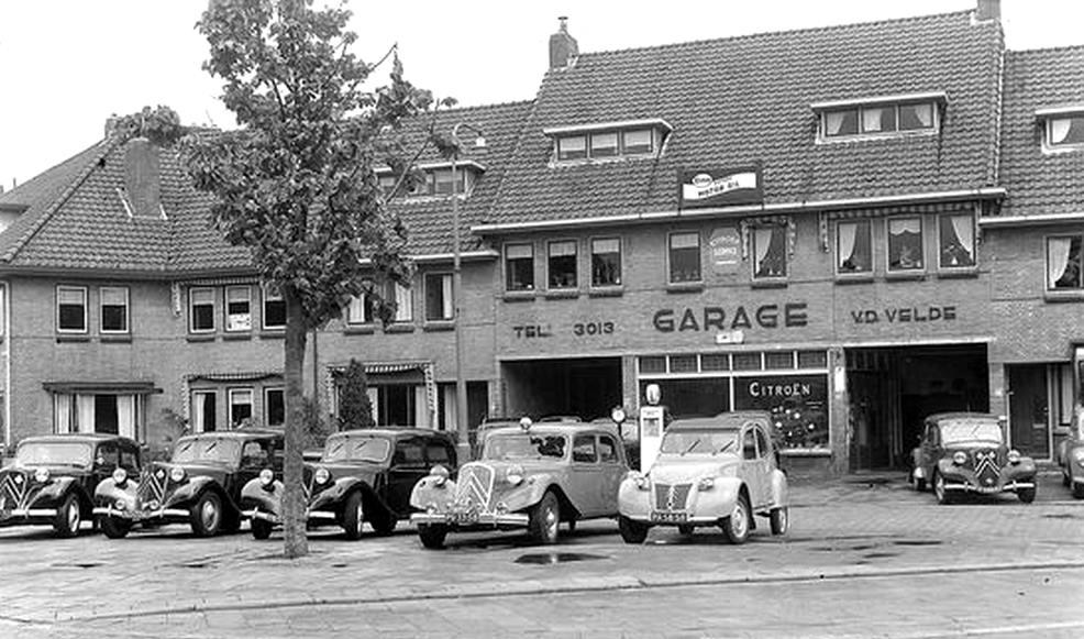 Citroen-Garage-J-L-van-der-Velde-Van-Zuijlen-van-Neijeveltstraat-372-374--Wassenaar--1954
