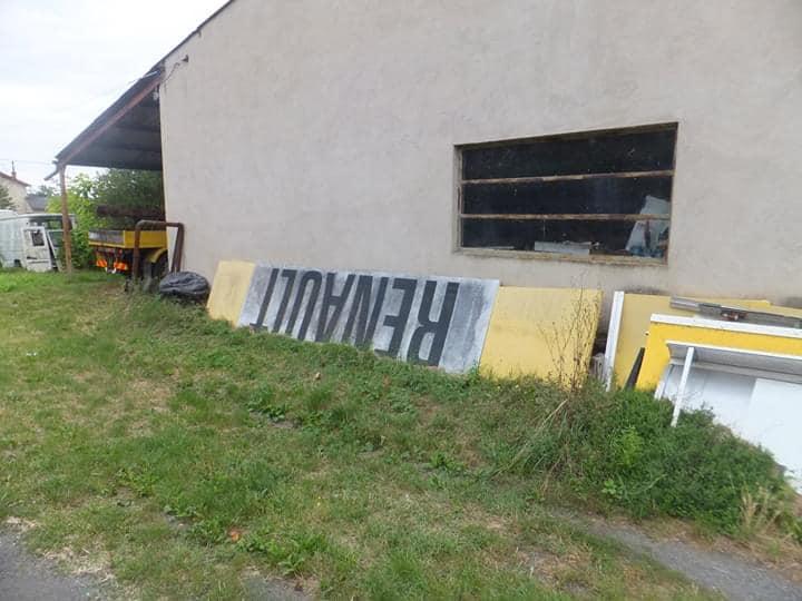 Renault-garage-gezien-in-de-Tarn--Francois-Martin-Foto-(1)