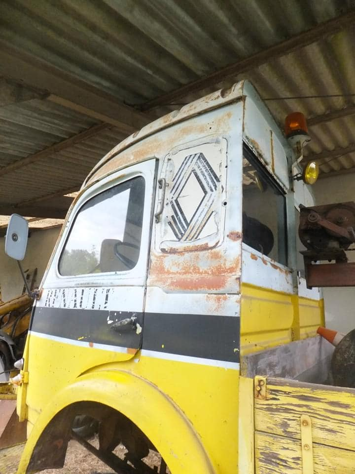 Renault-garage-gezien-in-de-Tarn--Francois-Martin-Foto-(3)