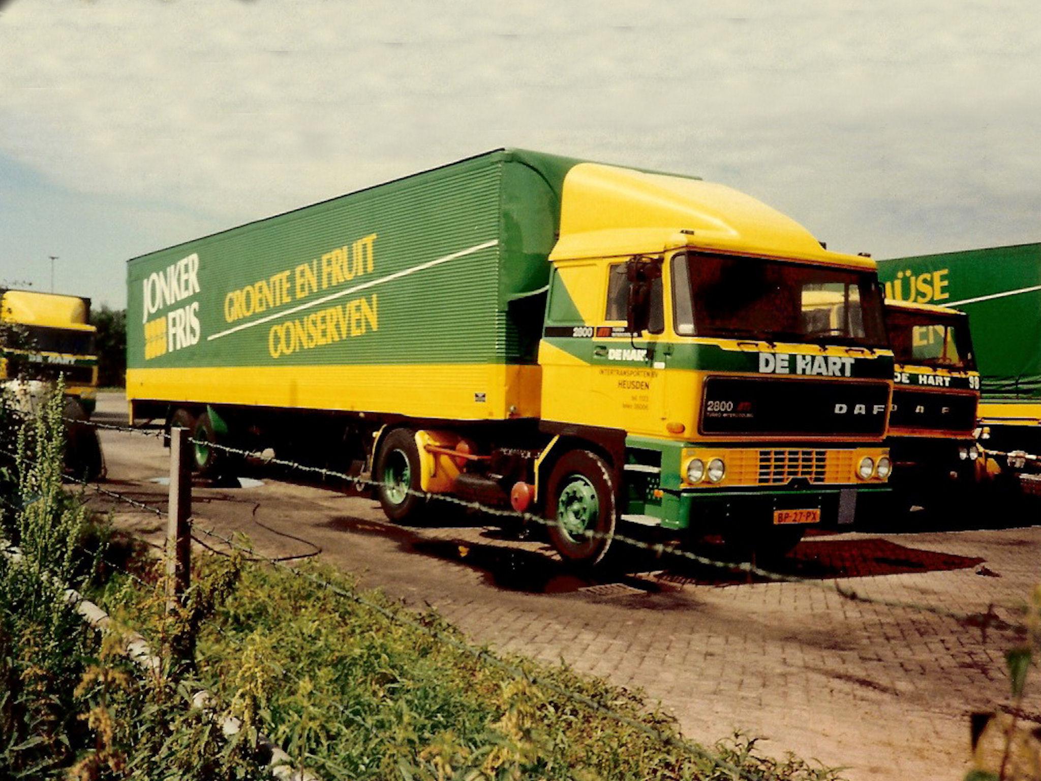 DAF-2800-met-kasten-oplegger-John-Van-Andel-archief