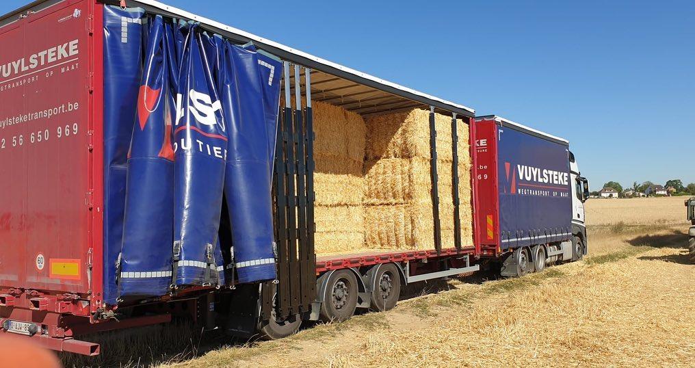 Met-onze-volume-combinaties-helpen-wij-de-landbouwers-graag-het-stro-te-vervoeren-naar-hun-bestemming--7-8-2020--(2)