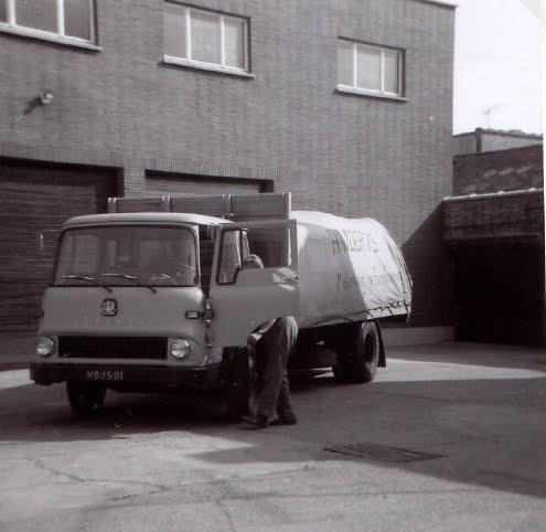 Bedford-1962-TK-Diesel-8-ton--Laadv--chauffeur-Aart-Stam-Foto-Jan-Stam