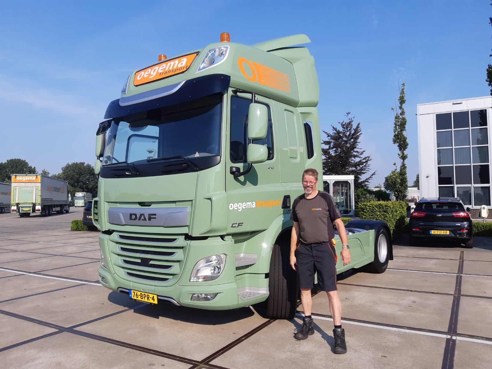 DAF-nummer-3-voor-P26-is-voor-Wichard-ter-Steege-Veel-plezier-ermee-en-we-hopen-op-net-zoveel-kilometers-als-met-de-oude-truck-12-8-2020