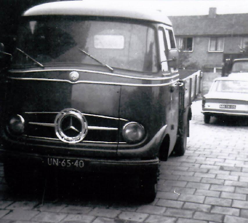Mercedes-Benz-L-319-ca-1960-Chauffeur-Aart-Stam-Foto-Jan-Stam