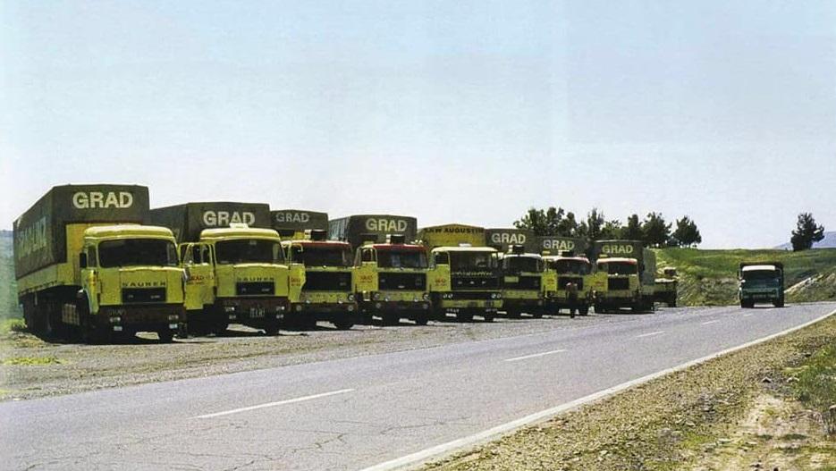 Een-konvooi-van-Oostenrijkse-Saurer--Volvo-en-Daf-in-Turkije-op-de-weg-naar-het-Midden-Oosten