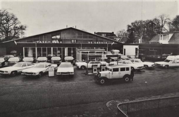 0-Garage-en-taxi-bedrijf-De-Grooth-in-Winschoten-was-dealer-en-importeur-van-Amerikaanse-automobielen--1