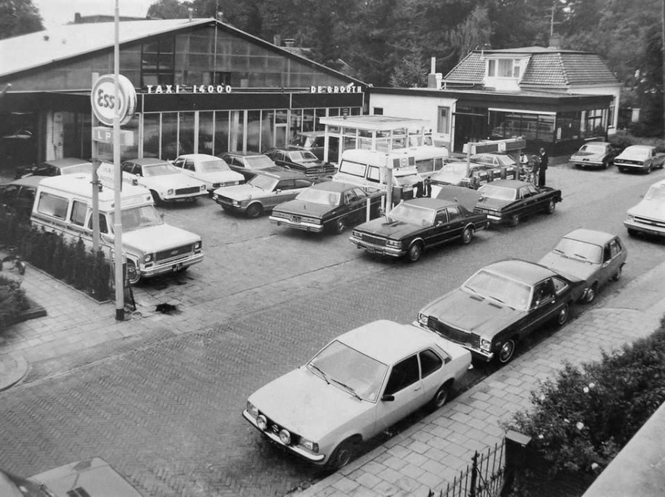 0-Garage-en-taxi-bedrijf-De-Grooth-in-Winschoten-was-dealer-en-importeur-van-Amerikaanse-automobielen-