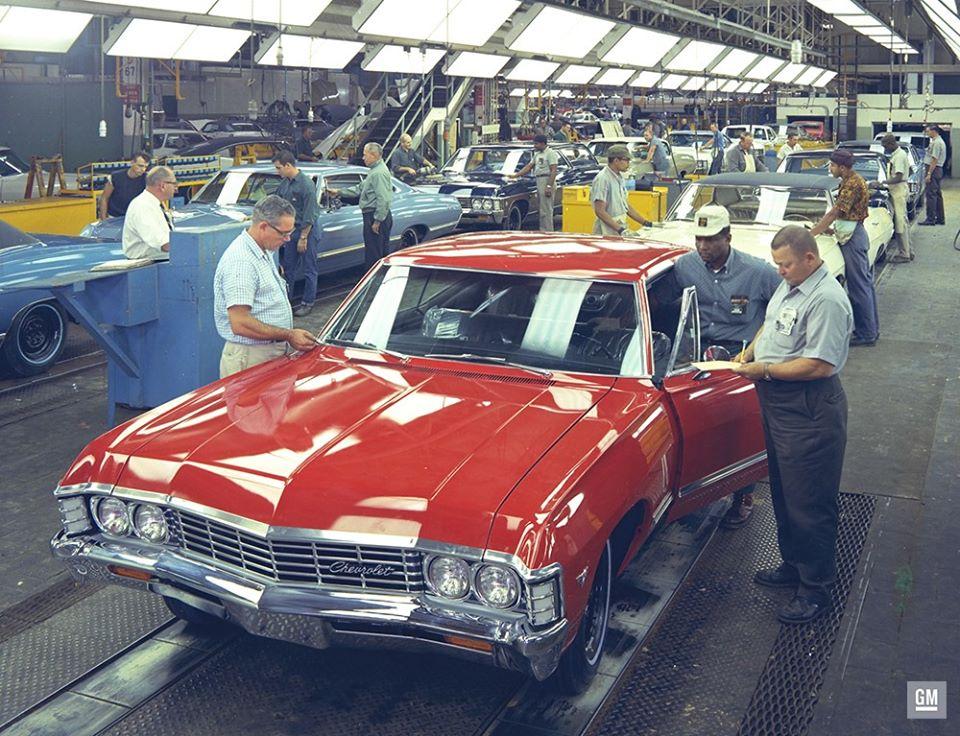 Assemblagelijn-van-de-Chevy-Impala-rond-1967