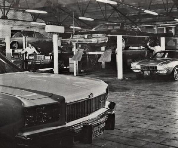 In-de-werkplaats-van-Garage-De-Grooth-in-Winschoten